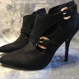 Guess - Buckle Suede Pump 🧙🏻‍♀️🎃🧛‍♀️